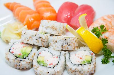 Nigiri Sushi & Roll Combo (12Pc) **