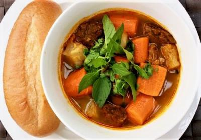 S6. Beef Stew W/ French Bread