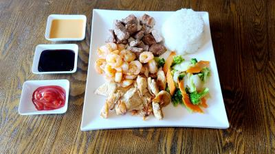 E15. Trio ( Steak + Shrimp + Chicken )